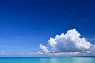 海と雲の写真素材 [FYI04051404]