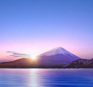 富士山と朝日の写真素材 [FYI04051602]
