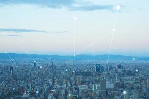 都会と空の景色と光の線の写真素材 [FYI04051692]