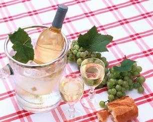 白ワインとぶどうの写真素材 [FYI04051755]