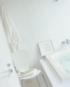 バス用品のある浴室の写真素材 [FYI04051773]