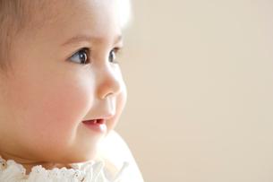 赤ちゃんの顔アップの写真素材 [FYI04051888]