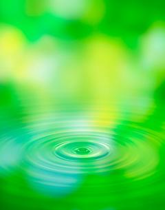 緑と波紋の写真素材 [FYI04052099]
