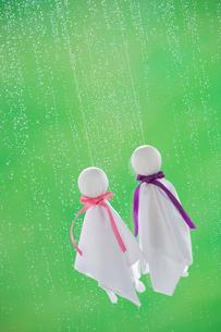 てるてる坊主と雨の写真素材 [FYI04052128]