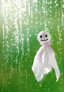 てるてる坊主と雨の写真素材 [FYI04052134]