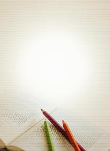 鉛筆と本の写真素材 [FYI04052143]