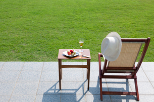 テラスのチェアとテーブルの写真素材 [FYI04052365]