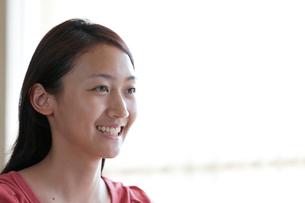 笑顔の10代の女の子の写真素材 [FYI04052510]