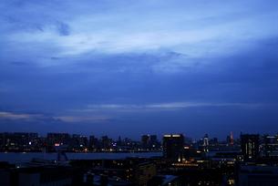 台場と都心の夜景の写真素材 [FYI04053044]