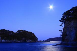 三陸海岸 浄土ヶ浜の月光の写真素材 [FYI04053114]