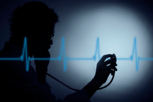 聴診器を向ける男性医師の影と心電図の写真素材 [FYI04054182]