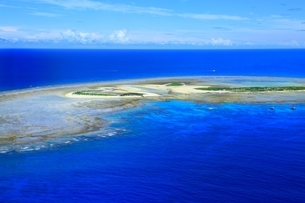 沖縄ケラマ諸島 空撮の写真素材 [FYI04055504]