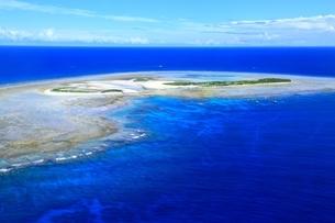 沖縄ケラマ諸島 空撮の写真素材 [FYI04055532]