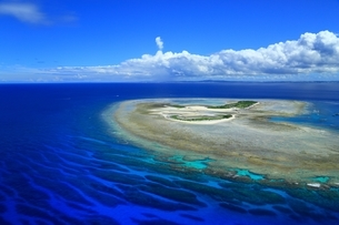 沖縄ケラマ諸島 空撮の写真素材 [FYI04055556]