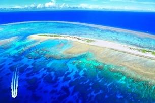 沖縄ケラマ諸島 空撮の写真素材 [FYI04055611]