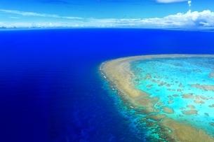 沖縄ケラマ諸島 空撮の写真素材 [FYI04055652]