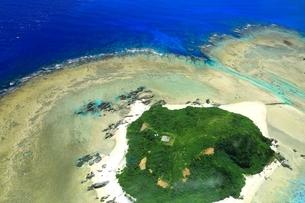 沖縄ケラマ諸島 空撮の写真素材 [FYI04056007]