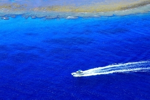 沖縄ケラマ諸島 空撮の写真素材 [FYI04056140]