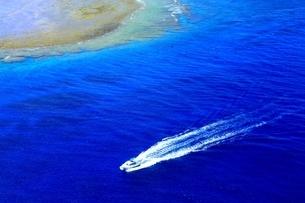 沖縄ケラマ諸島 空撮の写真素材 [FYI04056146]