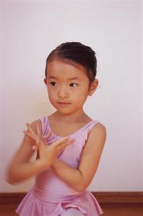 バレエを踊る女の子の写真素材 [FYI04058222]