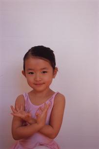 バレエを踊る女の子の写真素材 [FYI04058223]