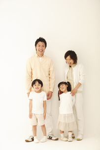 二世代家族の写真素材 [FYI04058661]