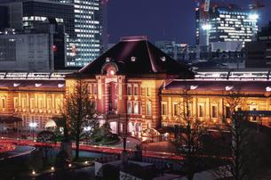 丸ビルから見た東京駅の写真素材 [FYI04058729]