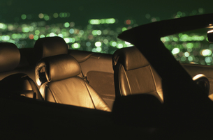 車と夜景の写真素材 [FYI04059150]