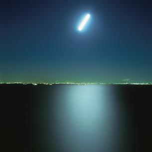 海ほたるから見た千葉市の夜景の写真素材 [FYI04059275]