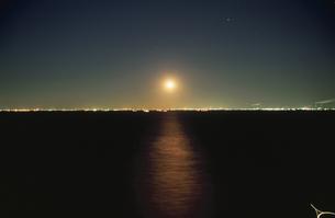 海ほたるから見た千葉市の夜景の写真素材 [FYI04059276]