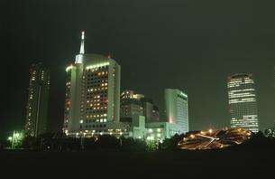 幕張海浜公園とビル群の夜景の写真素材 [FYI04059287]