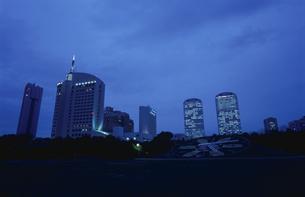 幕張海浜公園とビル群の夜景の写真素材 [FYI04059288]