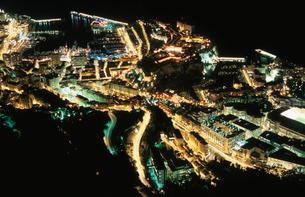 モナコ港と大公宮殿の夜景の写真素材 [FYI04059349]