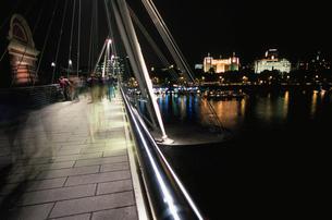ハンガーフォード橋と夜景の写真素材 [FYI04059382]