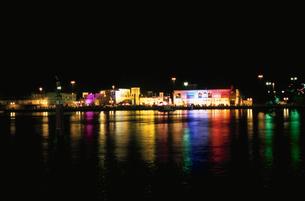 ドバイクリークの夜景の写真素材 [FYI04059398]