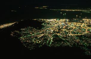 テーブル湾とケープタウン市街の写真素材 [FYI04059429]