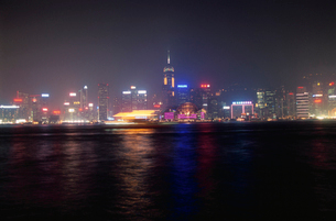 ビクトリア湾と香港島の高層ビルの写真素材 [FYI04059482]