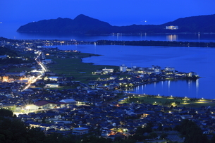 大内峠一字観公園から眺める天橋立と与謝野町の夜景の写真素材 [FYI04059708]