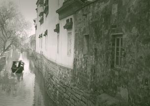 古街の運河の写真素材 [FYI04059845]