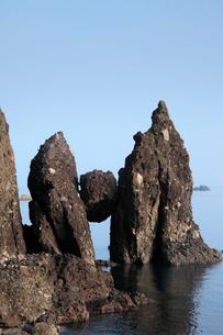 はさかり岩 -岩の間に挟まった大石-の写真素材 [FYI04060806]