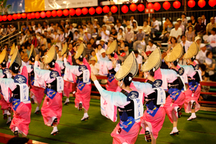 8月 本場徳島の阿波踊りの写真素材 [FYI04060822]