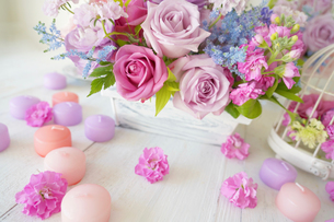 春色のフラワーアレンジメントの写真素材 [FYI04061047]