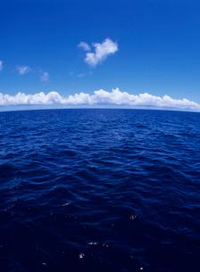 海面と雲の写真素材 [FYI04061796]