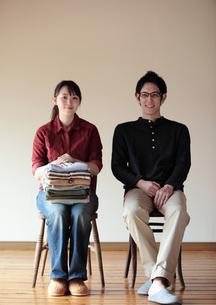 新生活を始めるカップルの写真素材 [FYI04063883]