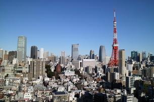 麻布十番からの東京タワー正面西寄りの写真素材 [FYI04063958]