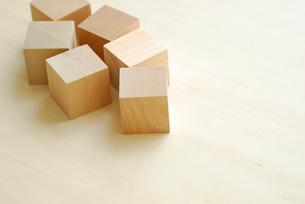 複数の立方体の木の写真素材 [FYI04065875]