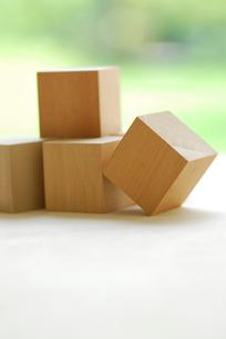 複数の立方体の木の写真素材 [FYI04065877]