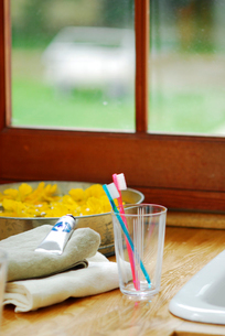 タオルと歯ブラシセットの写真素材 [FYI04066026]