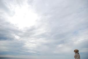 女の子と海の写真素材 [FYI04066295]