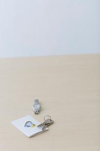 鍵と時計と定期の写真素材 [FYI04066688]